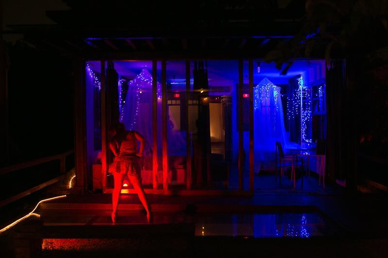 The house before the party opened. Photo by Roniel Felipe and lighting by Rafaela Romitelli.